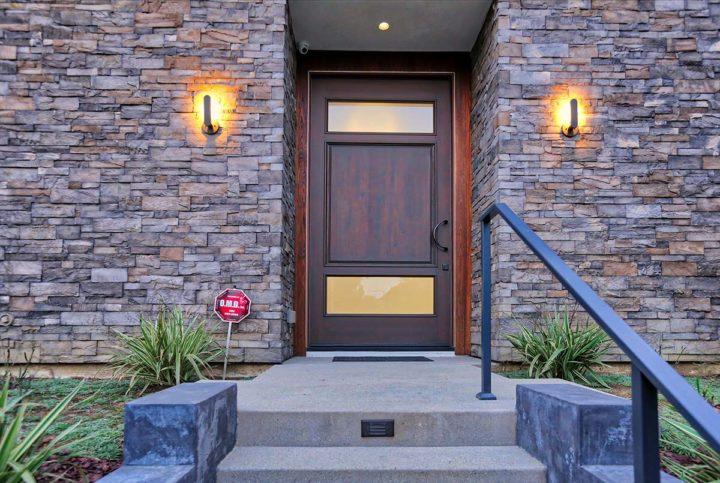 1621 N Fairfax Ave - front door