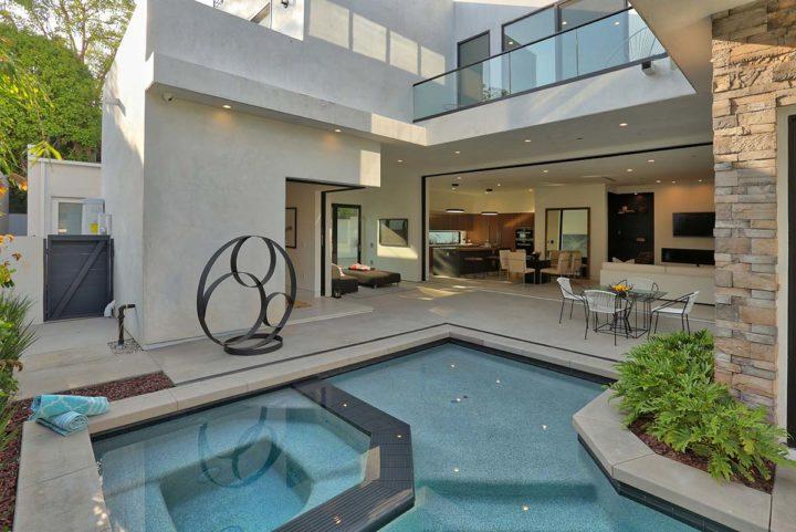 1621 N Fairfax Ave - patio pool