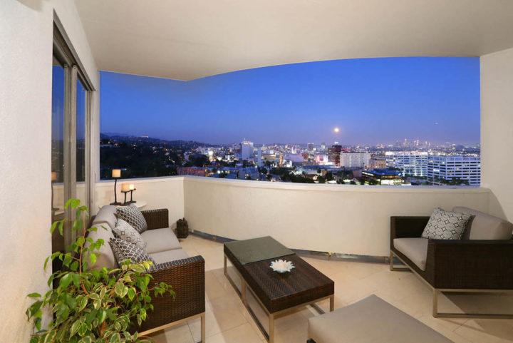 7250 Franklin Ave balcony view night