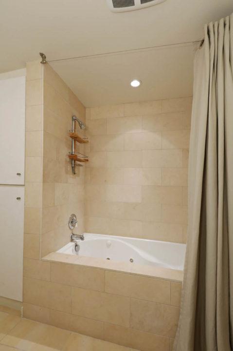 7250 Franklin Ave bathroom shower