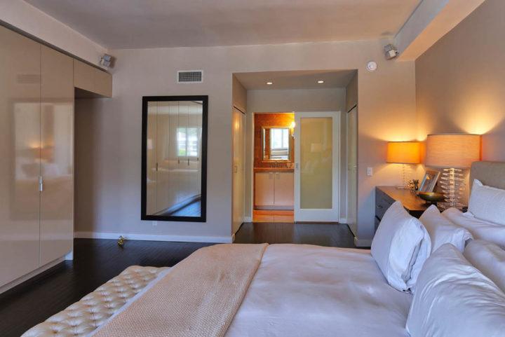 7250 Franklin Ave bedroom door