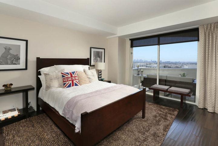 7250 Franklin Ave bedroom2