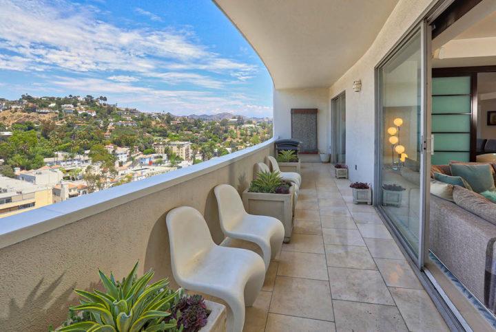 7250 Franklin Ave balcony