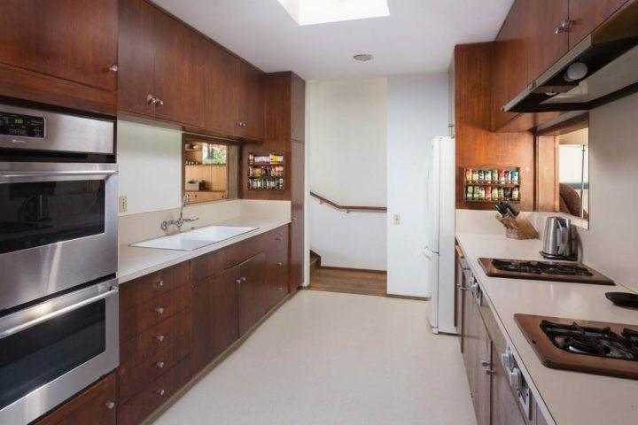 20595 Seaboard Road kitchen