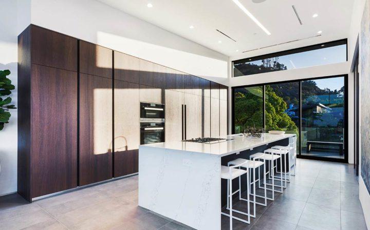 2660 Skywin Way - Updated - kitchen bar