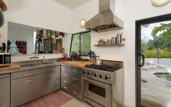 3343 Adina Drive kitchen