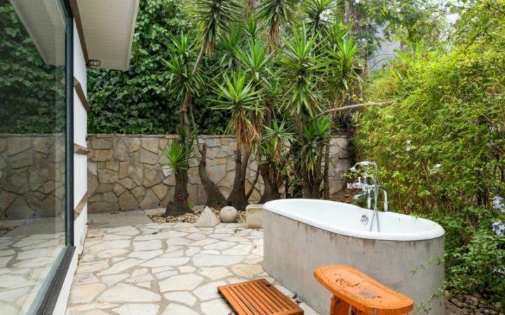 3343 Adina Drive tub patio